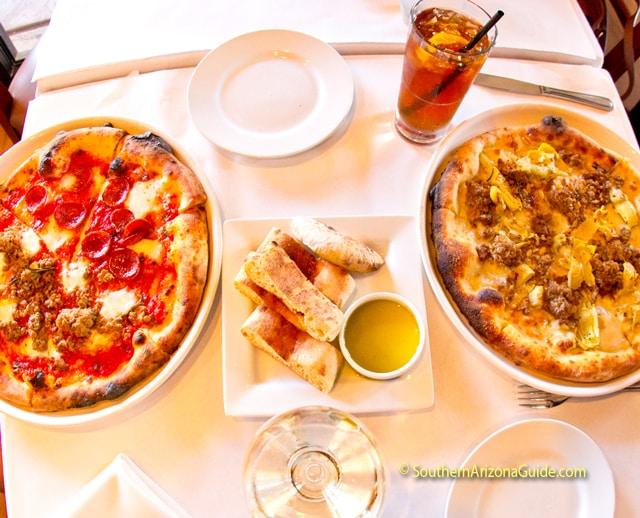 Tavolino Ristorante Italiano pizzas